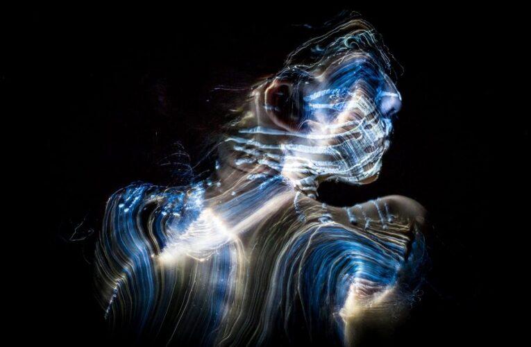 Como supernova, el cuerpo brilla antes de morir