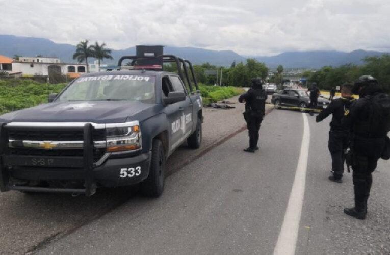 Enfrentan policías a civiles armados en Iguala; 5 muertos