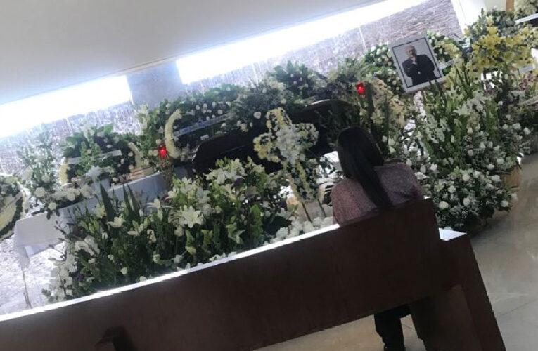 Velan a René Juárez; arriba clase política a funeraria